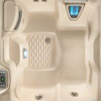 Highlife  THE JETSETTER® 3 PERSON HOT TUB